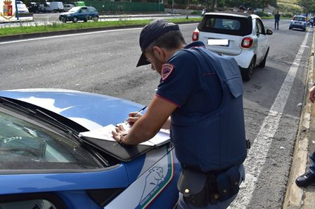 Adrano. A spasso su un'auto rubata: 35enne denunciato dalla Polizia