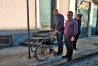 La passeggiata del sindaco Bonanno del 13 novembre 2018 per denunciare l'esistenza delle barriere architettoniche in via Vittorio Emanuele a Biancavilla