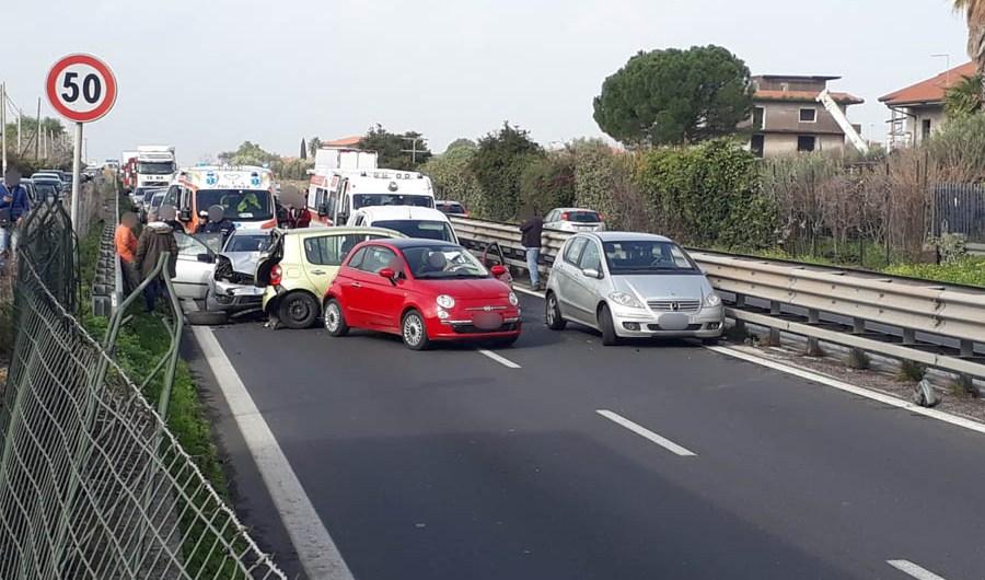 Statale 121, drammatico incidente fra Belpasso e Paternò: 5 auto coinvolte