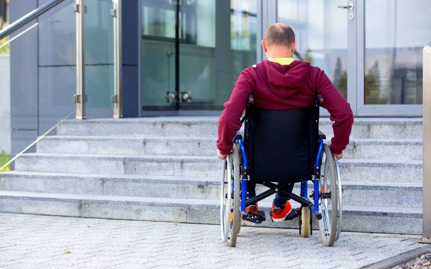 Santa Maria di Licodia. Rampe per disabili in biblioteca, ma gli altri uffici rimangono inaccessibili