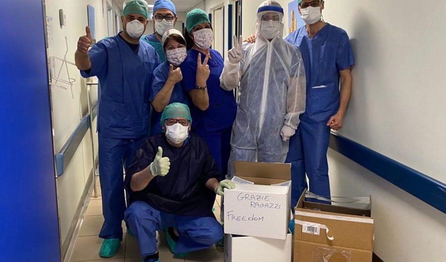Coronavirus. Associazione Freedom di Belpasso dona camici all'Utir del Cannizzaro di Catania