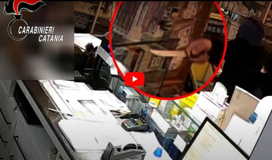 Paternò. Arrestato rapinatore 17enne: era il terrore dei commercianti (VIDEO RAPINA)
