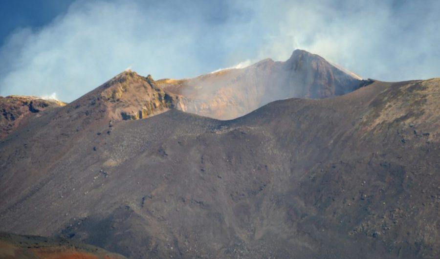Etna. Modesta attività esplosiva intracraterica dal Nuovo Sud Est