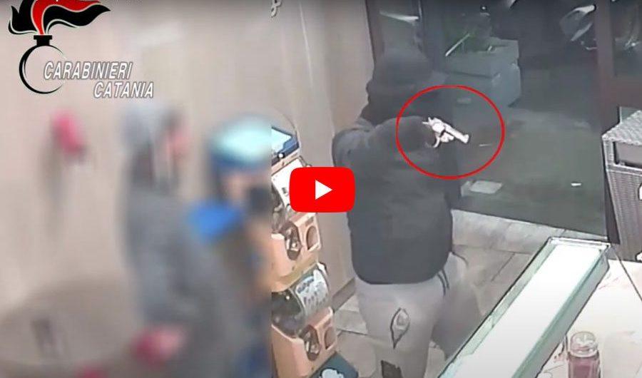 Paternò. Erano il terrore dei commercianti, arrestati due rapinatori (VIDEO RAPINE)
