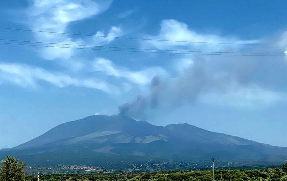 Etna. Attività stromboliana dal Nuovo Sud-Est