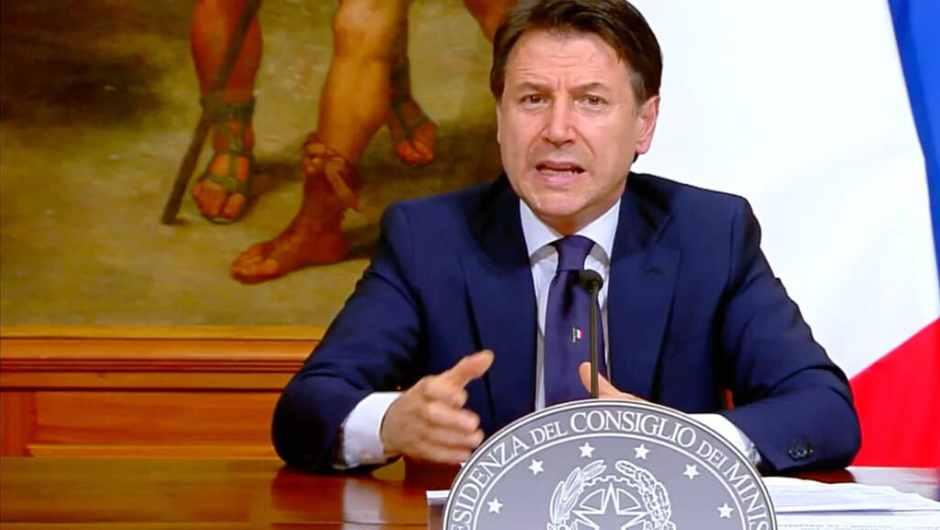 Coronavirus. Il premier Giuseppe Conte firma un nuovo Dpcm
