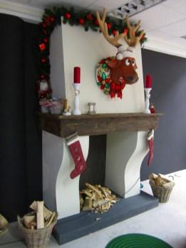 Decor voor Kerst, schouw van hout gemaakt
