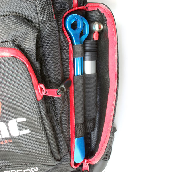 Running almost the full length of the pack, the Recon S-3 has two large, wide-opening side pockets with universal elastic storage slots that are ideal for tools and accessories. Their location on the side of the Hydration bladder allows the pack to maximize storage space whilst minimising the pack profile.