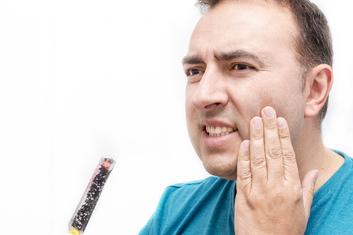 Dentinhypersensibilität - freiliegende Zahnhälse sind Schuld. © leonardo2011 / Fotolia.com