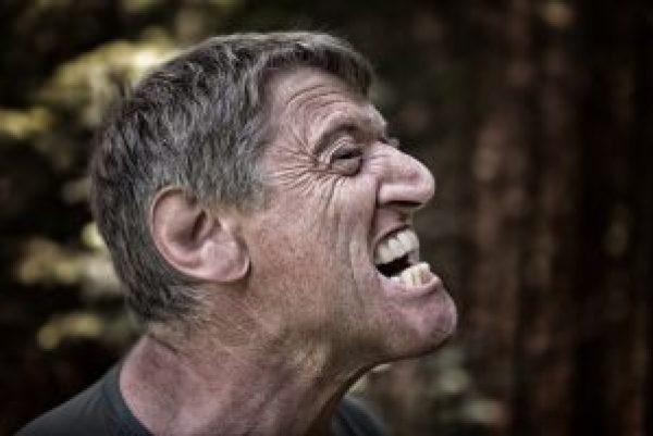 Stress verursacht Knirschen was dagegen tun? zahnseidenkampagne