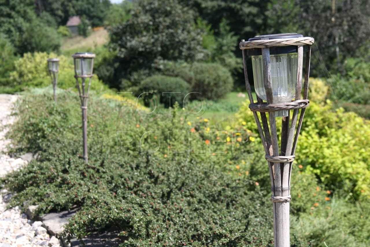 Solární osvětlení cesty levnými svítidly a navíc bez nutnosti kladení kabelu
