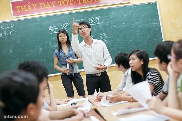 """Cada vez más vietnamitas aprenden chino. Aún así, como dice el Nanfang Zhoumo, """"la extensión del estudio del chino en Vietnam es un tema polémico y sensible""""."""