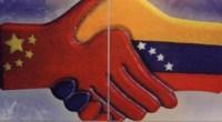<p>A fines de noviembre se realizó en Caracas la décima reunión anual de la Comisión Mixta de Alto Nivel Venezuela-China. Allí se anunciaron nuevos préstamos de China a Venezuela por 6.000 millones de dólares, con lo cual el principal exportador de petróleo de América ha sumado en los últimos cuatro años préstamos de China por valor de 32.000 millones de dólares. Es difícil entender cómo un país con ingresos extraordinarios por exportación de petróleo necesita endeudarse, pero es fácil entender por qué China está siempre dispuesta a soltar dinero. En el subsuelo del país gobernado por Hugo Chávez desde hace doce años descansa una de las dos reservas petroleras más grandes del mundo. <strong>Yuri Doudchitzky</strong>. </p>