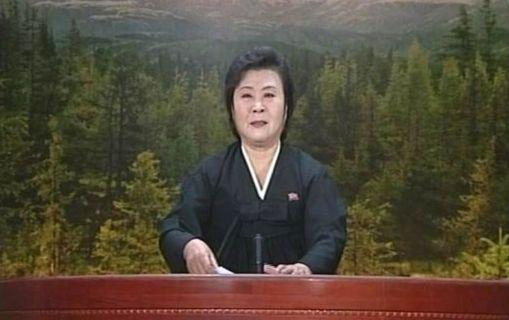 La veterana presentadora de la Televisión Central de Corea del Norte, Lee Chun Hee, en su anuncio de la muerte de Kim Jong-il. La presentadora era conocida ya en China por sus discursos encendidos y apasionados.