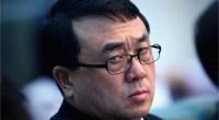 """<p>La batalla final por ascender a lo más alto del Partido Comunista de China (PCCh) ya ha comenzado, y lo ha hecho con todos los ingredientes de una compleja trama política con tintes de guerra fría, puñaladas por la espalda, equilibrios de poder e indicios de corrupción. El primer enfrentamiento, que ha tenido gran impacto en los medios de comunicación y redes sociales chinas, se ha librado en la prefectura de Chongqing, donde Wang Lijun (王立军), ex teniente del alcalde, parece haber desaparecido del mapa político.</p> <p>Wang Lijun, que alcanzó gran popularidad en todo el país al liderar la lucha contra la mafia de Chongqing desde el año 2009 (de ahí su calificativo de """"súper poli""""), había sido hasta ahora un fiel aliado de <a href=""""http://www.zaichina.net/tag/bo-xilai/ """">Bo Xilai</a>, uno de los políticos más mediáticos de China, ex Ministro de Comercio, miembro del <a href=""""http://es.wikipedia.org/wiki/Bur%C3%B3_Pol%C3%ADtico_del_Comit%C3%A9_Central_del_Partido_Comunista_de_China"""">Politburo Central</a> (los 25 hombres más poderosos del Partido) y candidato a conseguir uno de los puestos más importantes en el histórico cambio de poder que tendrá lugar entre 2012 y 2013. Todo este embrollo, además, se ha producido a pocos días de la visita de Xi Jinping (probablemente el futuro presidente de China) a EE.UU. y a pocas semanas de uno de los acontecimientos políticos más importantes del año, la reunión a principios de marzo de la Conferencia Consultativa y la Asamblea Popular. <strong>Daniel Méndez</strong>.</p>"""