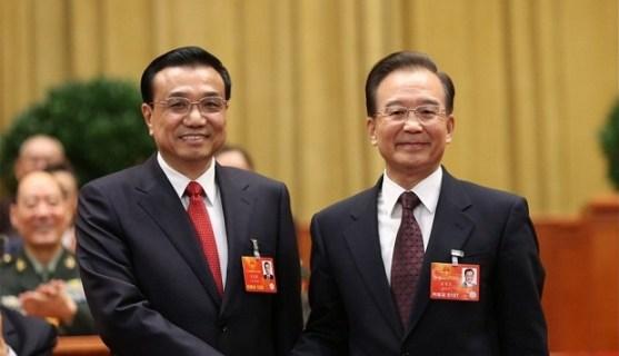 Li Keqiang recibe el testigo del primer ministro saliente, Wen Jiabao.