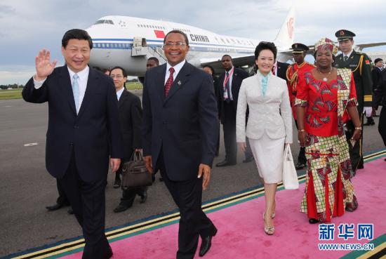 En su primer gran viaje al extranjero como Presidente de China, Xi Jinping visitó varios países africanos, entre ellos Tanzania.