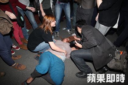 Los enfrentamientos con la policía produjeron heridos ya desde los primeros días.