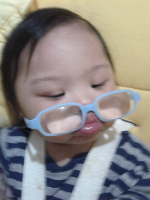 """Mum, look! My lips can hold my specs."" LOL!"