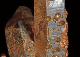 スペサルタイト・スペサルティンガーネット(満礬柘榴石/まんばんざくろいし)Spessartiteの特徴・意味と効果