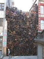mur-de-chaises