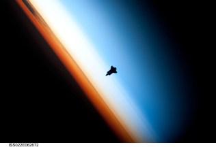 shuttleapproaching_nasa_big