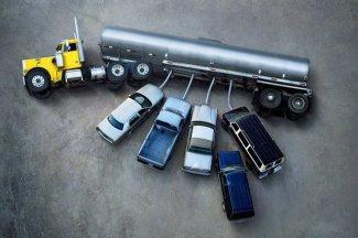 panneau image insolite voiture camion petrole tete