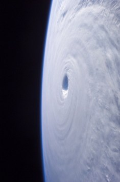 ouragan espace