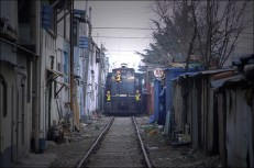 train rue etroite