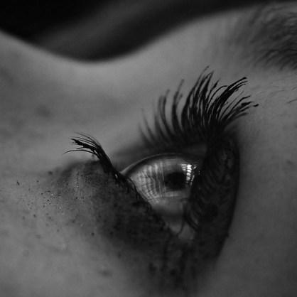 yeux noir et blanc