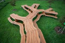Michael Beitz picnic table arbre