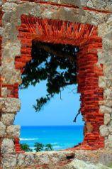 fenetre brique mer