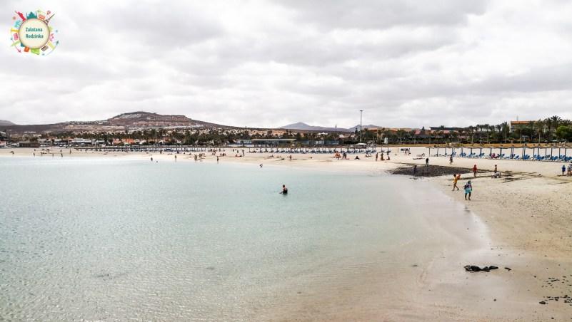 Plaża w miasteczku Castillo Caleta de Fustedo