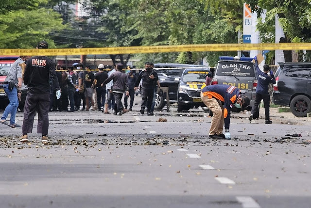 20 worshippers wounded as two suicide bombers target church in Indonesia on Palm Sunday 3