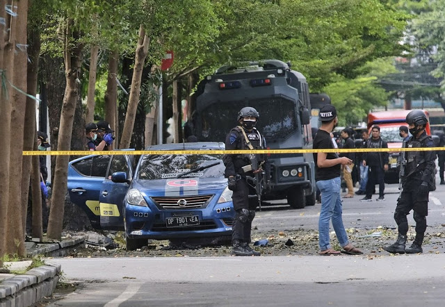 20 worshippers wounded as two suicide bombers target church in Indonesia on Palm Sunday 6