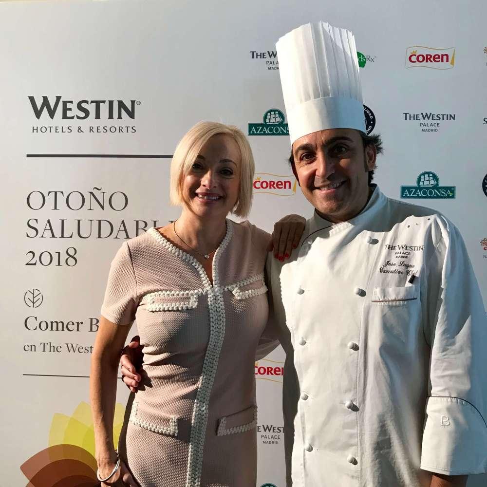 La periodista Pilar carrizosa junto al chef José Luque presentando el menú otoño saludable