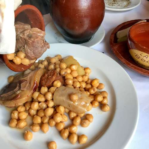 Cocido madrileño en uno de sus vuelcos - La Bola