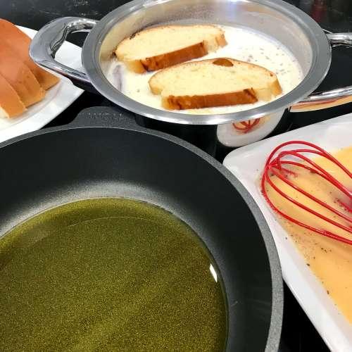 Preparando torrijas