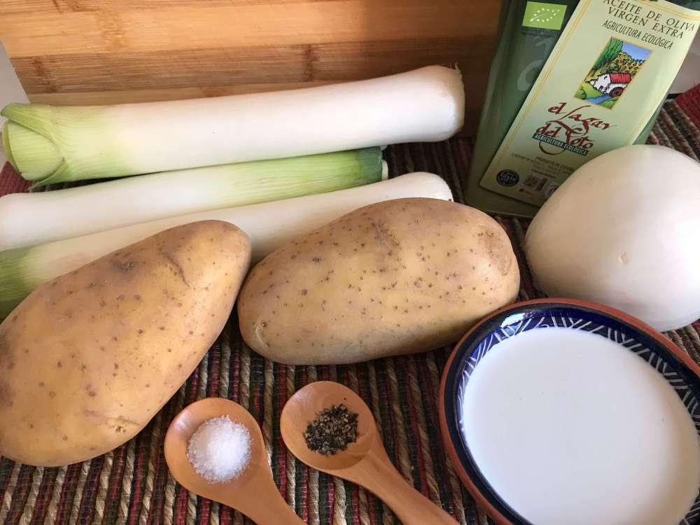 Ingredientes para preparar crema de puerros