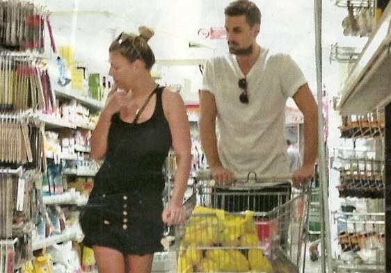 Emma Marrone e Fabio Borriello sorpresi mentre fanno la spesa. Sul settimanale Chi