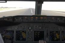 737-800-cockpit