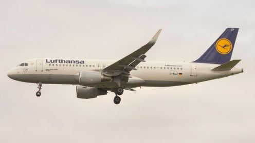 Airbus A320-214 with sharklet Lufthansa D-AIZP