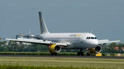 IMGP4597 Airbus A320-214 Vueling EC-KDH