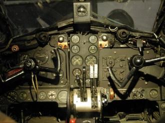 ad08-04 Cockpit Dove details