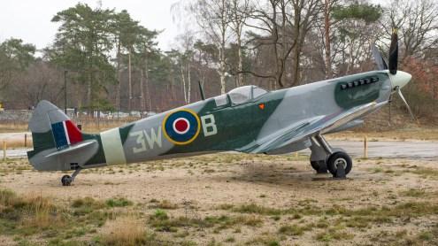Supermarine Spitfire Full scale model RAF Dutch pilot 3WB