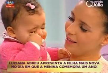 Luciana Abreu apresenta a filha Lyani no
