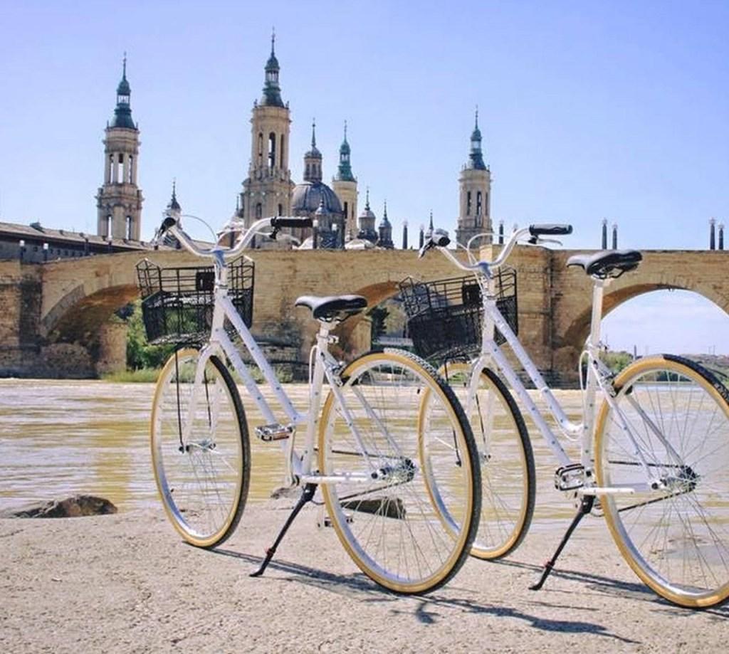 Moverte en bicicleta por Zaragoza - Alquiler de bicicletas en La Pomada