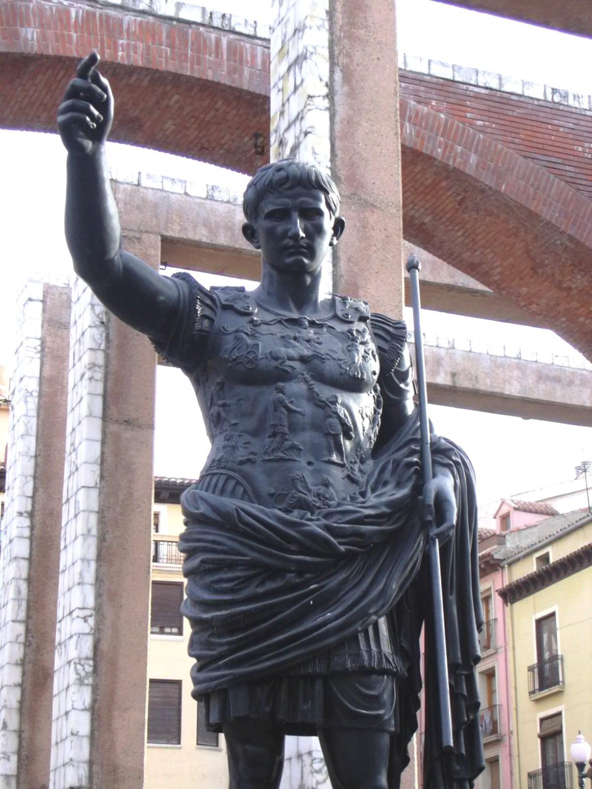 Detalles de la estatua
