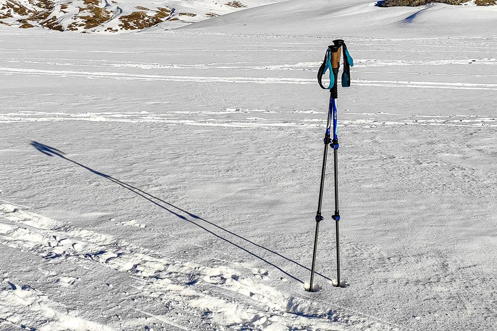 Qué necesitas para una excursión con raquetas de nieve, bastones
