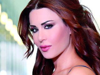 شاهد بالفيديو  مذيعة تونسية تلقن فنانة لبنانية درسا على الهواء مباشرة، ثم تطردها